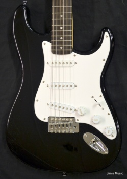 Squier Bullet® Strat® with Tremolo, Rosewood Fingerboard, Black