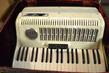 UNKNOWN Used Roy Wilkins White Accordion