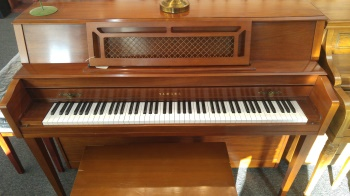 YAMAHA Used m304 Walnut Piano